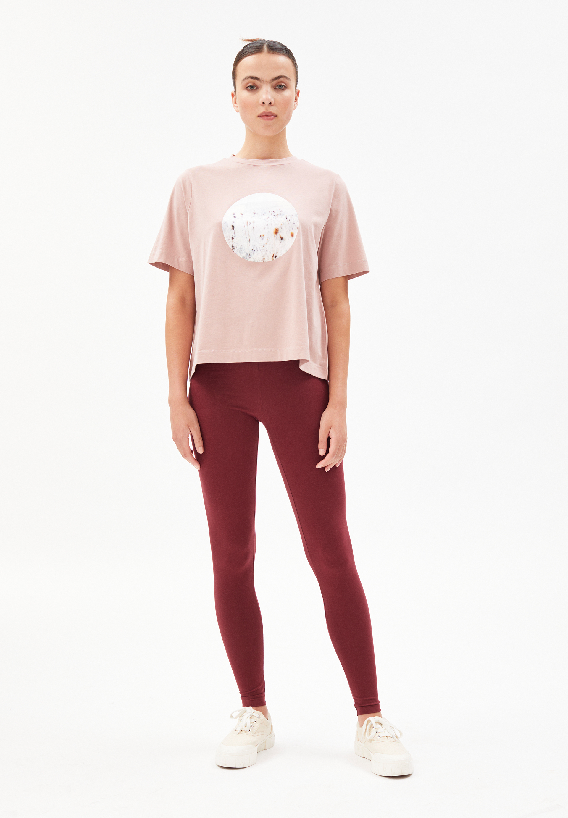 LAYAA FIELDS T-shirt van biologisch katoen